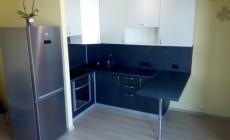 Кухня с барной стойкой для студии в ЖК Legenda от Premier Garden