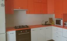 Яркая кухня для загородного дома от Premier Garden