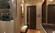 Маленькая прихожая 4 кв. м в однокомнатной квартире, выполненная в современном стиле.