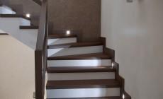Холл и лестница в загородном частном доме, современный стиль
