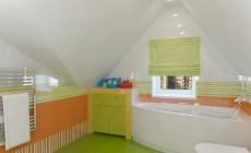 Ванная комната 6 кв. м для детей в загородном коттедже