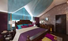 Спальня 16 кв. м для хозяев в мансарде загородного дома