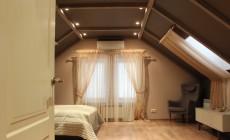Спальня в мансарде. Загородный дом в Рощино.