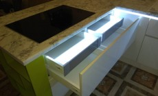 Кухонный гарнитур с декоративной подсветкой