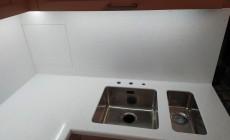 Столешница с кухонным фартуком из искусственного камня Hi-Macs W001 Ice Queen