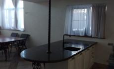 Столешница для просторной кухни из искусственного камня Staron