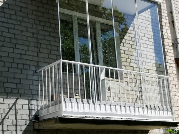 Безрамное остекление балкона в г. Пушкин