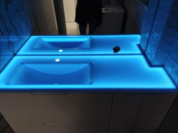 Столешница из искусственного камня Hi-Macs S303 Sapphire Lucent с подсветкой