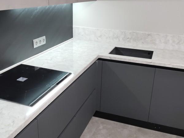 Кухонная столешница из искусственного камня Hi-Macs