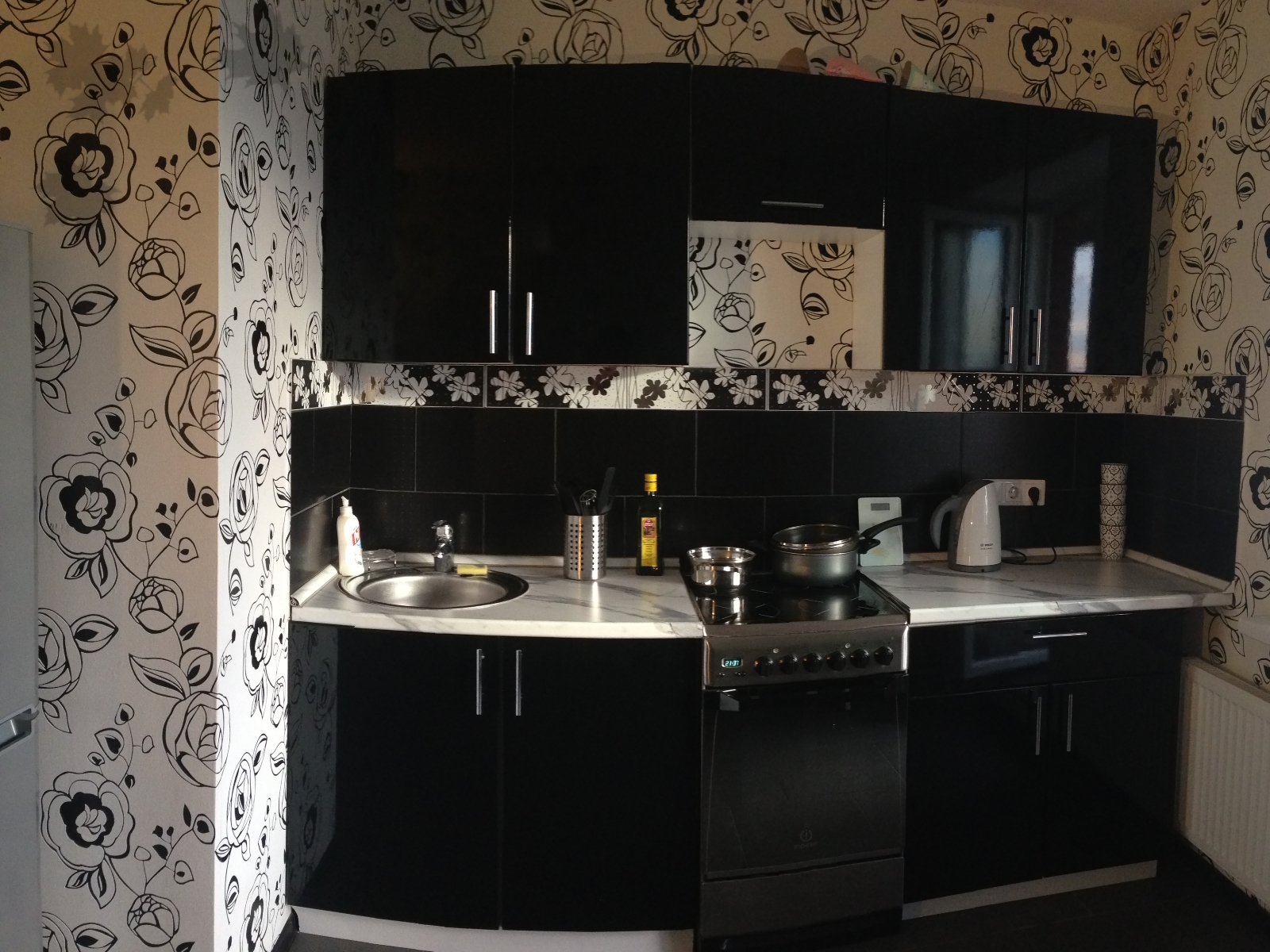 Черный цвет на кухне