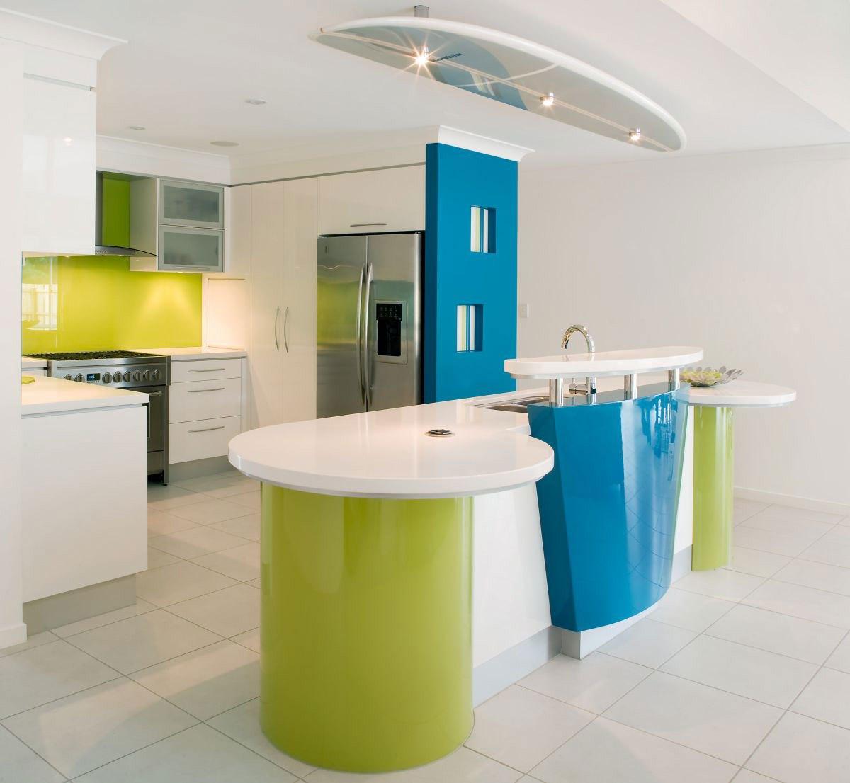 Сочетание зеленого цвета с синим в интерьере кухни