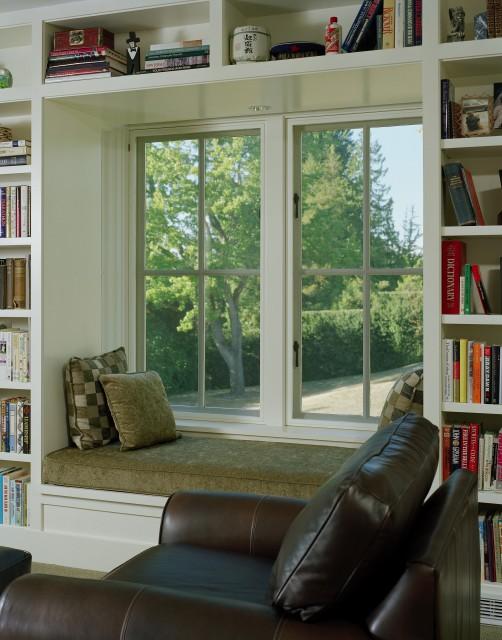 Шкаф вокруг окна