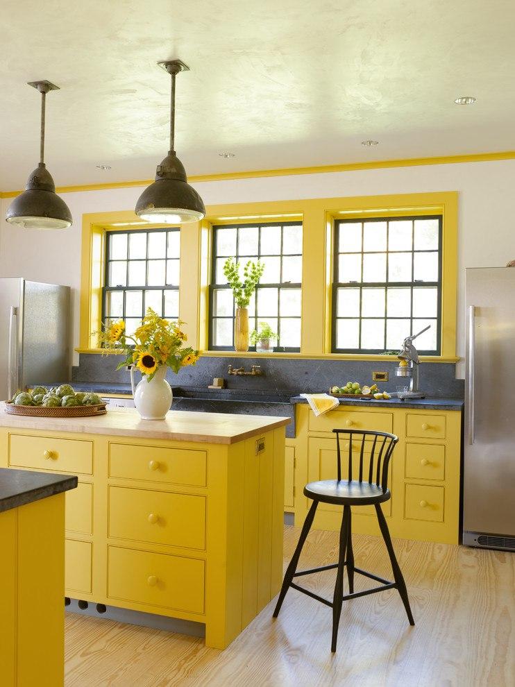 Яркие цвета в интерьере кухни