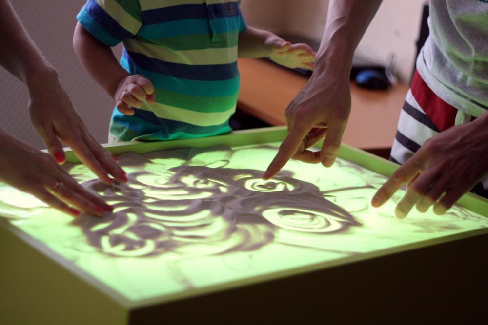 Рисование песком стол
