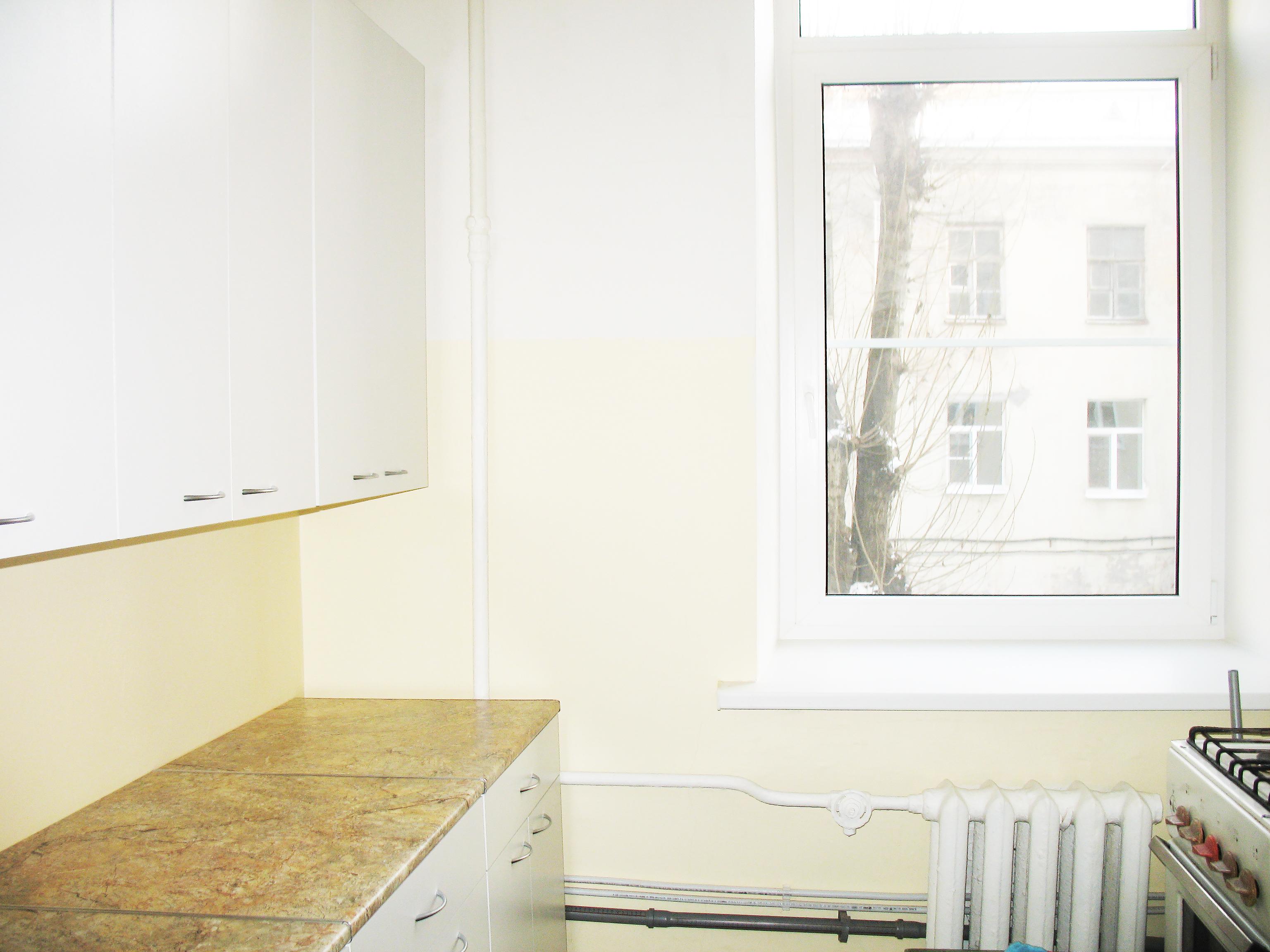 Продам 2-х этажную комнату в СПб - 14 метров (+3,6 м второй этаж) со встроенной мини-кухней у метро Садовая (10 мин. пешком).