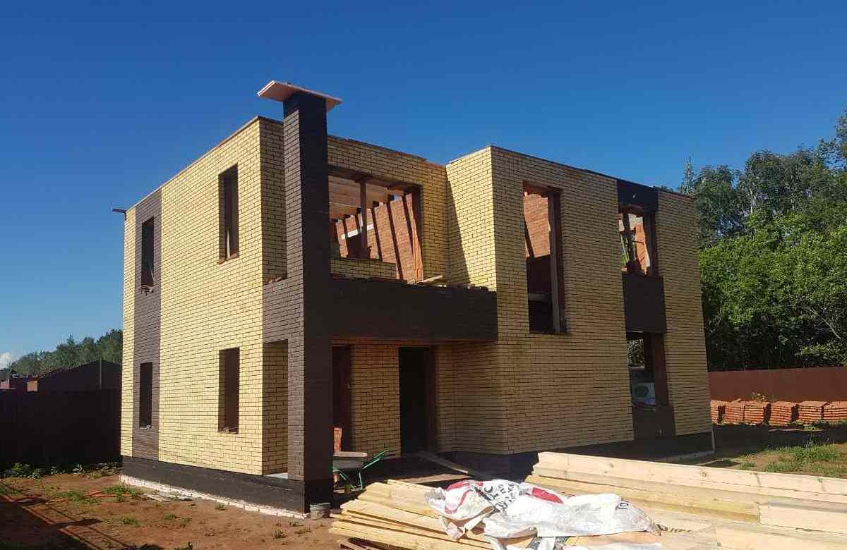 Проект дома 10х11 с балконом фасад