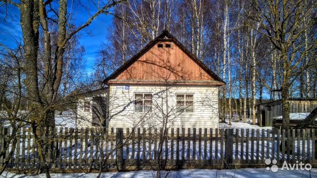 Жилой дом с мебелью, баней и гаражом в благоустроенном посёлке