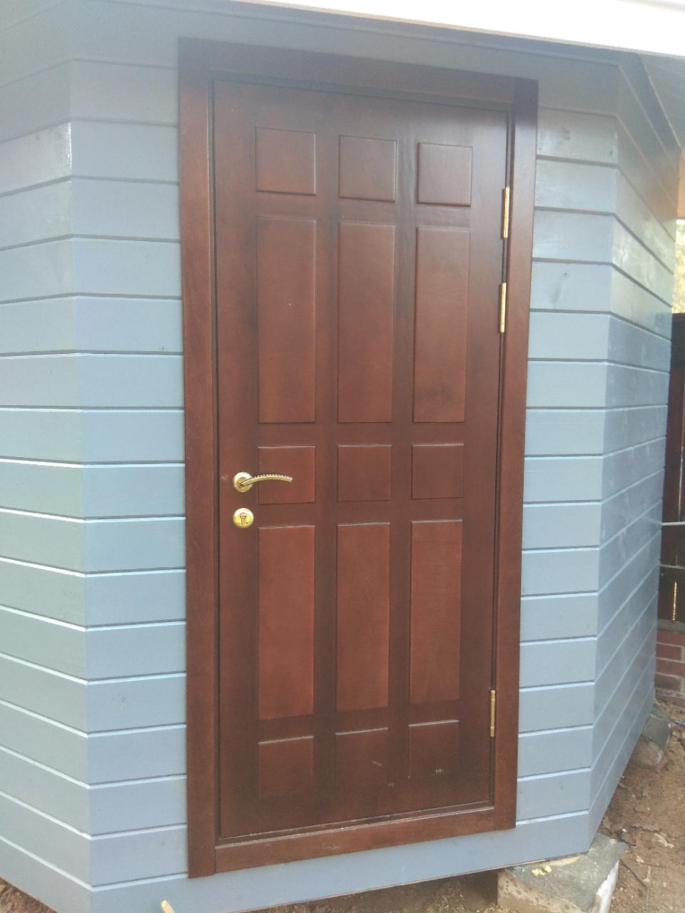 Плюсы и минусы каркасных входных деревянных дверей