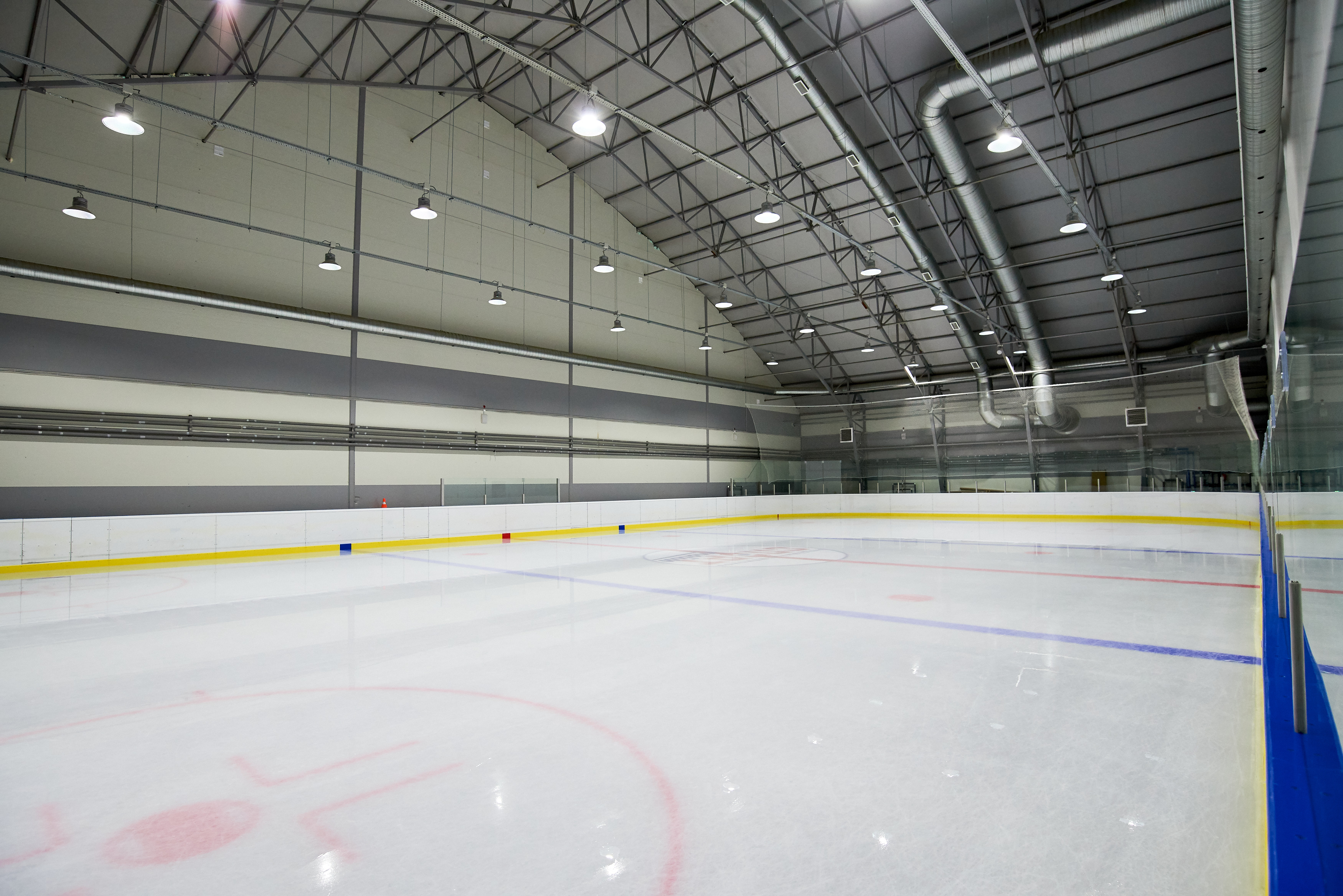 Ледовая арена для хоккея и фигурного катания